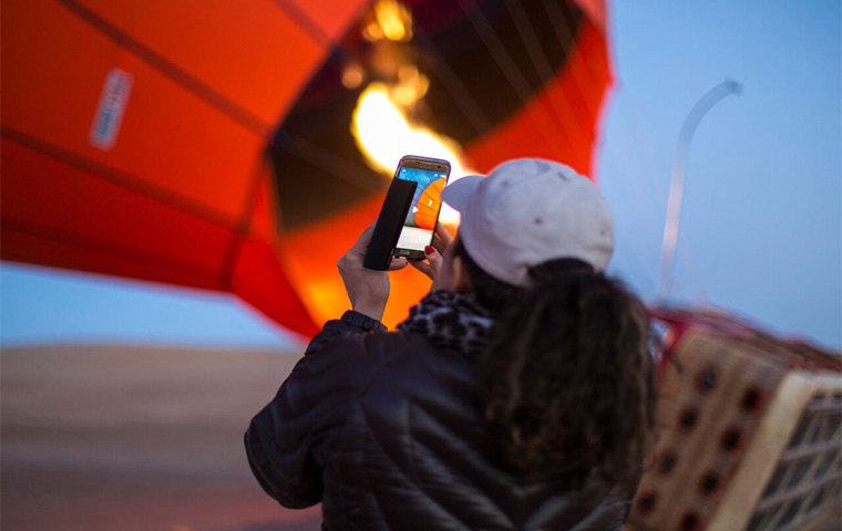 iPhone Jumps from Hot Air Balloon in Dubai